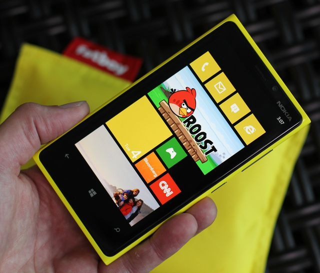 """Nokia launched Lumia 920: screen 4.5 """", LTE, NFC, Qi and Windows Phone"""